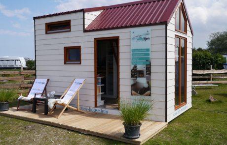 tiny-house_aussen_entspannen